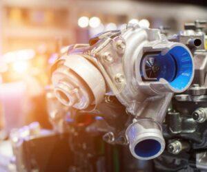 Turbocharged vs Supercharged - czym różni się silnik z turbosprężarką od tego z kompresorem?